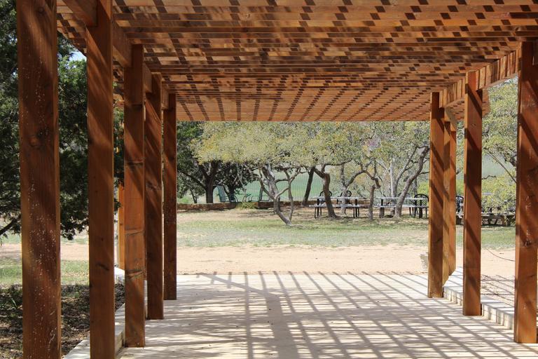 dřevěná pergola