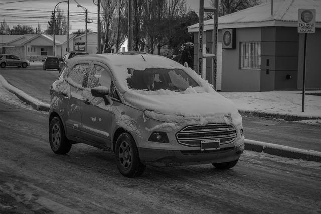 Auto na zimní cestě
